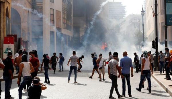قوى الأمن اللبنانية تطالب المتظاهرين بضبط النفس