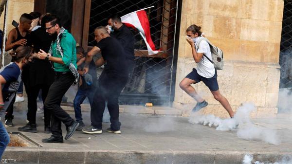 طرد محافظ بيروت من أحد أحياء العاصمة