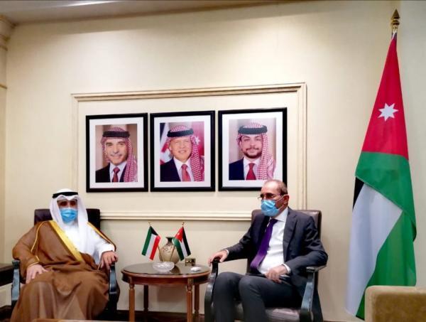 الصفدي يلتقي نظيره الكويتي لبحث العلاقات بين البلدين
