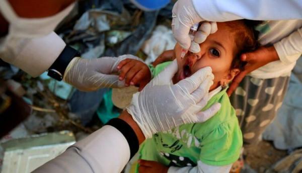 حملة تطعيم باليمن ضد شلل الأطفال سعيا لوقف تفشي المرض